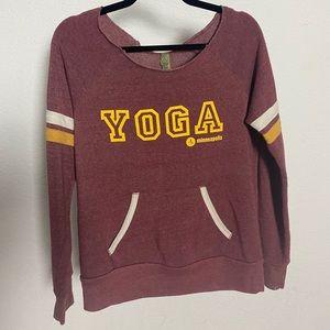 Modo Yoga Boat Neck varsity maroon sweatshirt med